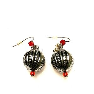 Jewelry - Silver fashion ball earrings